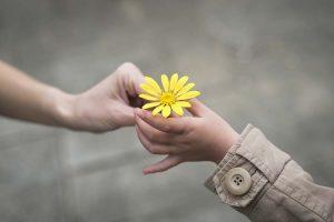 به هم مهربان باشیم و عاشق